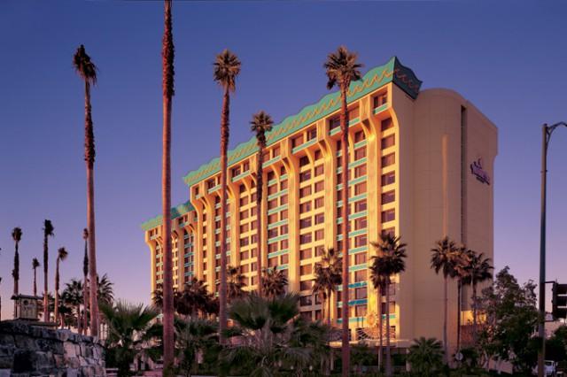 Disneyland Resort In California Disney S Paradise Pier Hotel